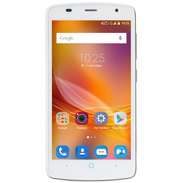 ZTE Blade L5, WhiteZTE-BLADE.L5.3G.WHZTE Blade L5 имеет большой 5-дюймовый дисплей, оснащенный современной высокотехнологичной матрицей. Благодаря этому он хорошо подходит для просмотра видео, а также обеспечивает превосходную детализацию любого изображения.Смартфон создан на базе двухъядерного процессора. Высокое быстродействие также достигается за счет применения оперативной памяти объемом 1 ГБ. Девайс поставляется с предустановленной ОС Android 5,1, которая считается одной из наиболее удобных для мобильной техники. Телефон имеет все необходимые средства доступа к беспроводным сетям – кроме встроенных модулей Wi-Fi и Bluetooth в нем имеется передатчик 3G, способный работать на скорости до 10 Мбит/с. Кроме того, девайс поддерживает и связь с навигационной системой GPS. Фронтальная камера на 2 Мпикс позволит делать качественные селфи и совершать видеозвонки. Основная камера с разрешением 5 Мпикс рассчитана на работу в любых условиях – в том числе и при слабой освещенности. Телефон сертифицирован EAC и имеет русифицированный интерфейс меню, а также Руководство пользователя.