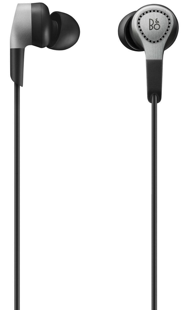 Bang & Olufsen BeoPlay H3 2 Generation, Natural наушники1643246Bang & Olufsen BeoPlay H3 2 Generation - внутриканальные наушники класса люкс, выполненные с использованием самых передовых технологий.Акустические характеристики наушников создают все условия для качественного и мелодичного воспроизведения музыки и держит под контролем уровень громкости. В разработке наушников совместно с компанией B&O участвовал датский художник-дизайнер Джейкоб Вагнер, он также исследовал формы человеческого уха, что дало возможность понять создателям, какая максимально комфортная форма должна быть у наушников. Результат сотрудничества обрадовал меломанов, их поразило высокое качество звука, сочетаемое с комфортом прослушивания. Наушники имеют корпус из анодированного алюминия высокого качества, что обеспечивает их долговечность и прочность. Внутри установлены драйвера 10,8 мм и микрофазоинвертор Micro Bass Port. Естественную открытую сцену обеспечивают 26 вентиляционных отверстий в корпусе.