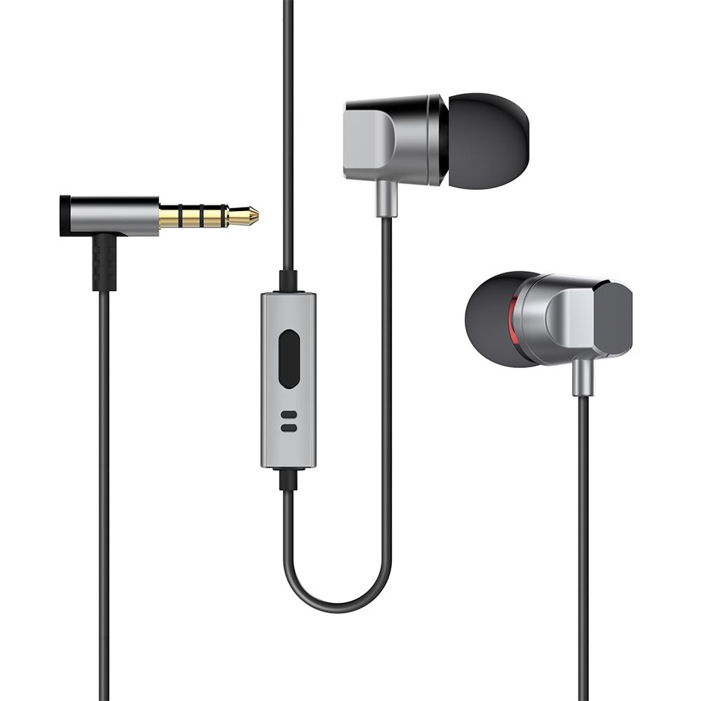 Deppa Stereo Alum, Graphite cтереогарнитура44140Стильная гарнитура Deppa Stereo Alum пригодится в случае, если нужно разговаривать по мобильному телефону, а руки должны быть свободны, например, за рулем автомобиля или во время занятий спортом. Мягкие амбушюры обеспечивают комфорт и хорошую звукоизоляцию. Динамики гарнитуры подарят чистый и яркий звук своему владельцу на всех диапазонах частот. Гарнитура совместима с любым видом устройств с выходом 3,5 мм. В комплекте амбушюры трех размеров.