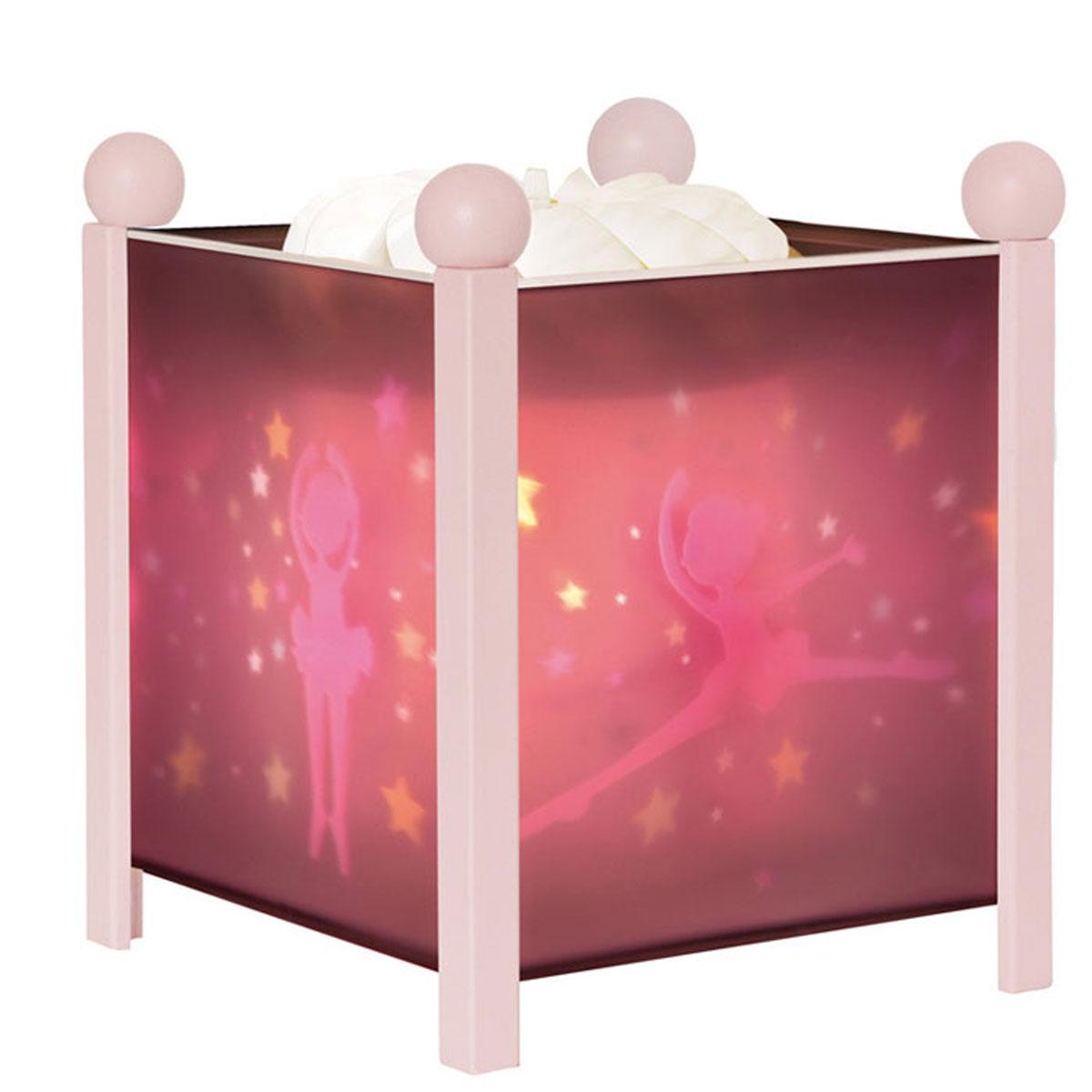 Trousselier Светильник-ночник Magic Lantern Ballerina цвет розовый4311C 12VНочник Trousselier - идеальный аксессуар для детской комнаты.Нежный свет и красочные картинки создадут атмосферу уюта, успокоят и убаюкают кроху. Вы можете подобрать картинку, а также музыкальную подставку с подзаводом (опция). Классический ночник с вращающейся картинкой. Цилиндр ночника вращается благодаря системе нагрева от лампочки 12V 20W, цоколь E14. Тип розетки: C.Размер: 16,5 см x 19 см. Материал: металлический корпус, деревянные ножки и углы, пластиковый, жароустойчивый цилиндр. Поставляется в подарочной упаковке. Соответствует нормам безопасности: CE EN 60598-2-10.