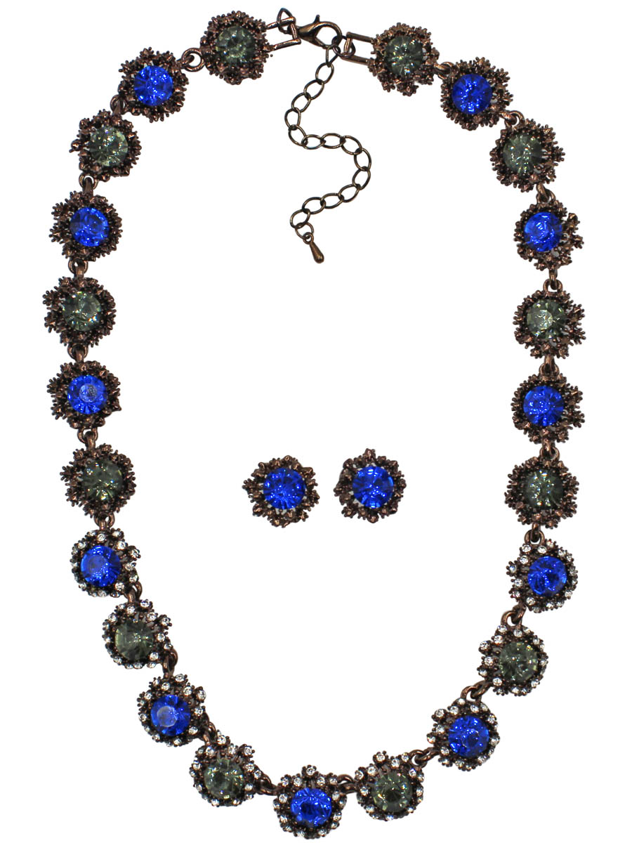 Набор бижутерии Taya: серьги, колье, цвет: коричневый, темно-синий. T-B-10856-SET-BR.D.BLUEПуссеты (гвоздики)Комплект из колье и серег-гвоздиков с заглушкой металл-пластик, изготовлен из гипоаллергенного бижутерного сплава. Изящное колье собрано из некрупных звеньев-цветков с темно-синими кристаллами в центре. Центральные кристаллы обрамлены россыпью страз. Кристаллы по бокам оформлены в богатой медной рамке. Колье имеет надежную застежку-карабин с регулирующей длину цепочкой.