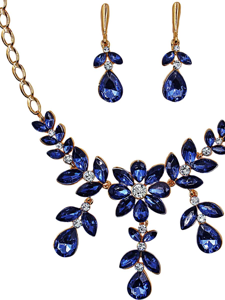 Набор бижутерии Taya: серьги, колье, цвет: золото, синий. T-B-11495-SET-GL.BLUEСерьги с подвескамиКомплект из колье и сережек с английским замком, изготовлен из гипоаллергенного бижутерного сплава. Нежное колье оформлено цветочным орнаментом, а центр дополнен нежным цветком с драгоценными камнями. Серьги выполнены в виде лепесточков с подвесными камушками.