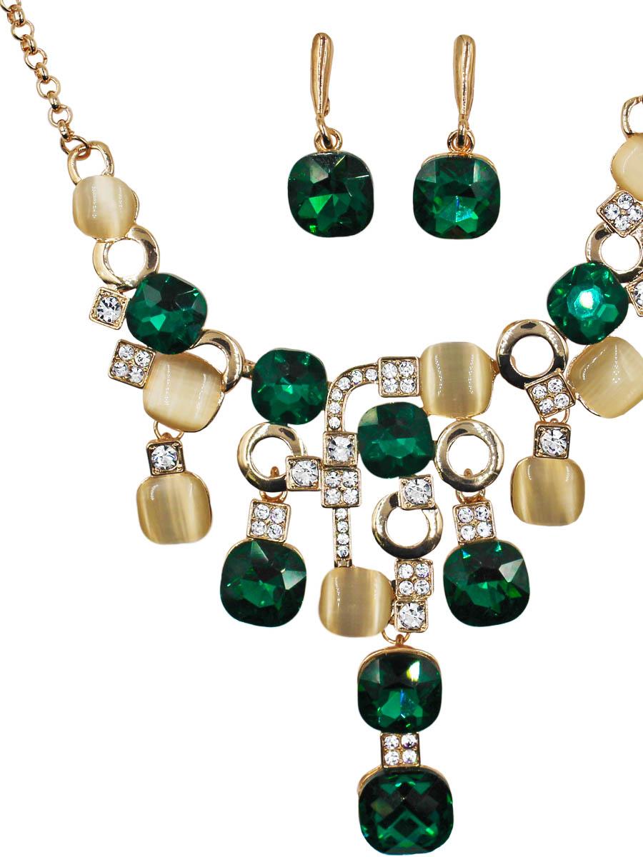 Набор бижутерии Taya: серьги, колье, цвет: золото, зеленый. T-B-11519-SET-GL.GREENКолье (короткие одноярусные бусы)Комплект из колье и серег с английским замком изготовлен из гипоаллергенного бижутерного сплава. Колье оформлено спереди стильной фигурой, составленной из различных камней и металла. Серьги представляют собой небольшие камушки.