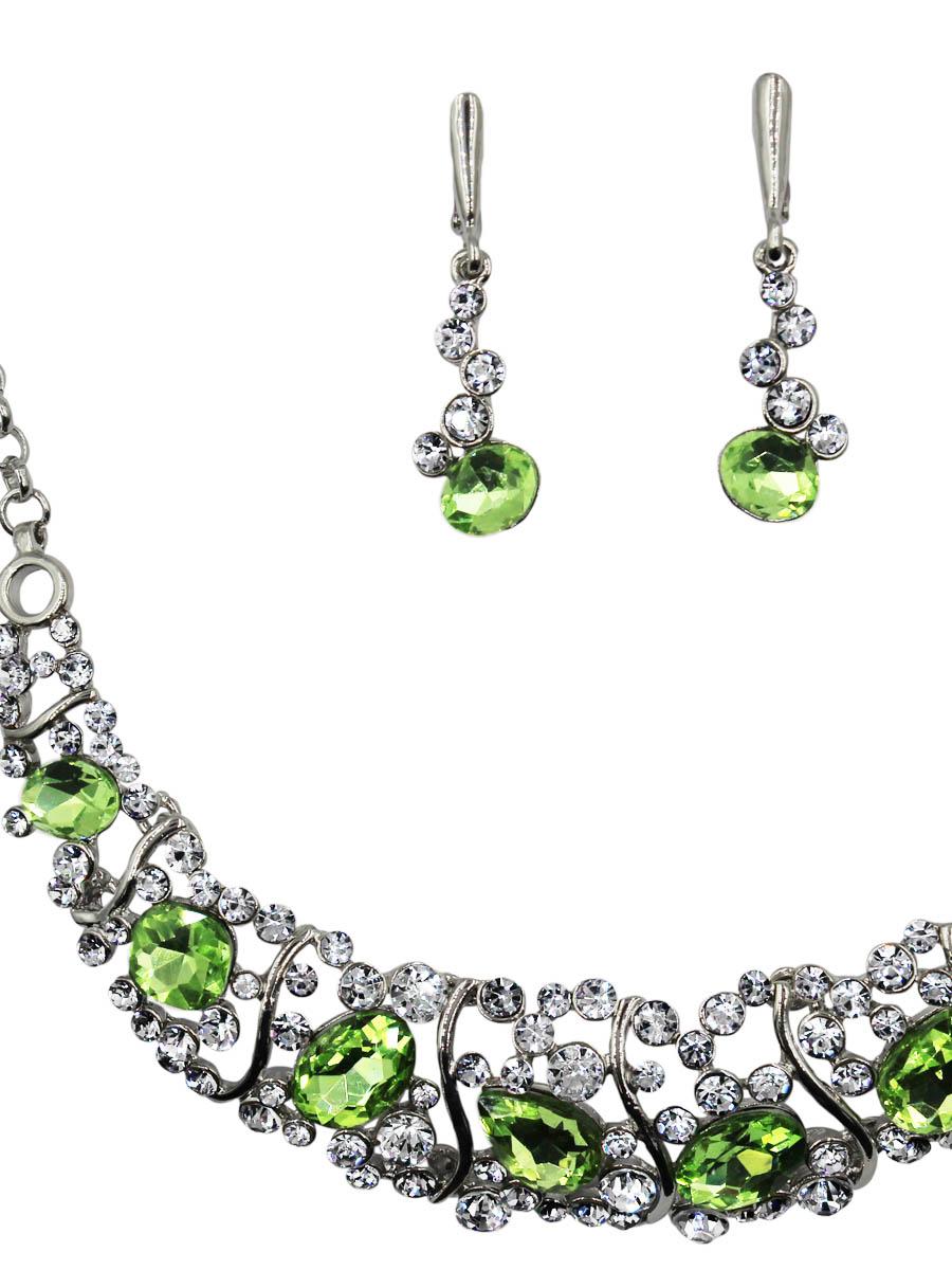 Набор бижутерии Taya: серьги, колье, цвет: серебро, светло-зеленый. T-B-11528-SET-SL.L.GREENПуссеты (гвоздики)Комплект из колье и сережек с английским замком, изготовлен из гипоаллергенного бижутерного сплава. Основа элегантного колье Taya это подвеска на цепочке, оформленная драгоценными камнями и сверкающими стразами. Серьги-гвоздики похожи на небольшие капельки, оформленные стразами.
