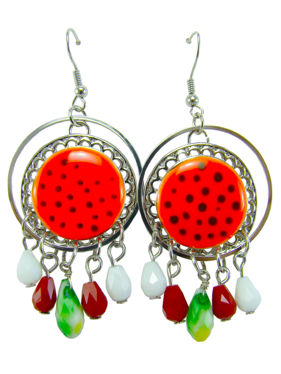Серьги Taya, цвет: оранжевый, серебристый. T-B-8418-EARR-ORANGEПуссеты (гвоздики)Яркие серьги с петлевидным замком, имеющим вид дужки, который фиксируется силиконовой заглушкой, изготовлены из гипоаллергенного бижутерного сплава. Серьги круглой формы покрыты эмалью с вкраплениями, а понизу дополнены маленькими разноцветными подвесочками.