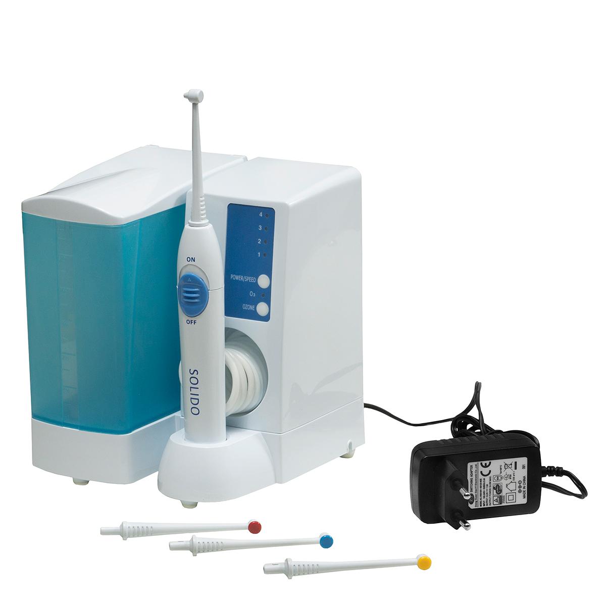 Solido Ирригатор0001521Ирригатор Solido – прибор для очистки полости рта от бактерий, разработанный итальянской компанией Bremed. Отличительной особенностью данного ирригатора от всех остальных моделей является включенная в него функция озонирования. Ирригатор полости рта Solido – аппарат, который позволяет при помощи озонированной воды более эффективно очищать межзубное пространство и зубодесневые карманы, нежели зубная нить или зубная щетка. В ирригатор заливается обычная вода или жидкость для полоскания рта, которая очищается и озонируется в аппарате. Во время использования озонированной воды Вы легко разлагаете вирусы, бактерии и микроорганизмы, очищая даже невидимые микротрещины зубов. Таким образом, вы снизите вероятность заболевания полости рта и всевозможных заболеваний зубов. Здоровье – это богатство, которое нужно сохранить. И сегодня у нас есть все для этого. Правильный уход за полостью рта позволяет создать благоприятные условия для правильной работы большинства внутренних органов, в том числе и для работы пищеварительной системы. Для того чтобы сделать это мы предлагаем ирригатор полости рта Solido. Это устройство имеет массу преимуществ и особенностей, о которых мы расскажем далее. -Ирригатор имеет встроенный источник озона для озонирования воды/раствора. -Максимальное давление воды – 550 кПа. -Четыре скорости подачи струи (550 кПа, 450 кПа, 400 кПа, 350 кПа). -В комплекте 4 сменные насадки. -Возможно крепление к стене (крепеж в комплекте). -Емкость резервуара для жидкости - 600 мл. -Таймер автоматического отключения через 2 минуты 30 секунд. -Выход озона - 0,082мг/час -Питание от сети 220 В. -Размеры: 16х15х18 см. -Вес – 800 г. -Сборка: Китай В первую очередь стоит сказать, что данное устройство предназначено для использования в домашних условиях. Оно позволяет тщательно очистить зубы и полость рта от остатков пищи и налета. Кроме того ирригатор является неотъемлемой частью ухода для людей с зубными конструкциями. Брекеты, пластины, импланты и другие 