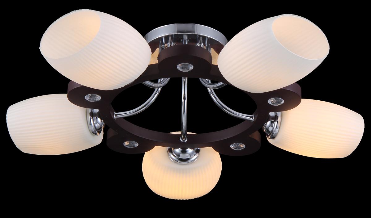 Люстра Natali Kovaltseva, 5 x E27, 40W. 11465/5C11465/5C CHROME, TOONЛюстра Natali Kovaltseva, выполненная в оригинальном дизайне, станет украшением вашей комнаты и изысканно дополнит интерьер. Изделие крепится к потолку. Такая люстра отлично подойдет для освещения кабинета, столовой, спальни или гостиной. Люстра выполнена из металла с хромированным покрытием и дерева тун. Изделие оснащено 5 плафонами из матового рельефного стекла и дополнено круглыми белыми кристаллами.В коллекциях Natali Kovaltseva представлены разные стили - от классики до хайтека. Дизайн и технологическая составляющая продукции разрабатывается в R&D центре компании, который находится в г. Дюссельдорф, Германия. При производстве продукции используются высококачественные и эксклюзивные материалы: хрусталь ASFOR, муранское стекло, перламутр, 24-каратное золото, бронза. Производство светильников соответствует стандарту системы менеджмента качества ISO 9001-2000. На всю продукцию ТМ Natali Kovaltseva распространяется гарантия.