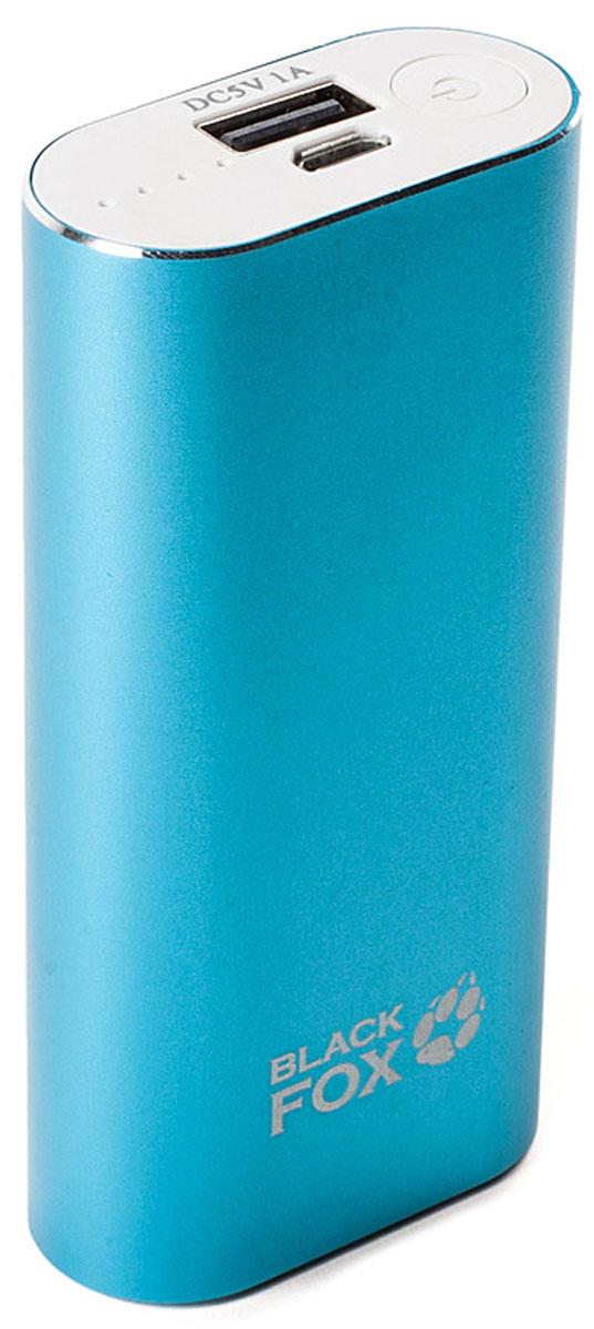 Black Fox BMP052B, Light Blue внешний аккумулятор (5000 мАч)BMP052BКорпус внешнего аккумулятора Black Fox BMP052B изготовлен из металла с использованием пластмассовых вставок. BMP052B приятен на ощупь, окрашенная поверхность имеет матовую структуру и не скользит в руках. Вес и размер устройства -небольшой, что крайне удобно при хранении и переноске.В комплекте помимо инструкции и гарантийного талона имеется кабель USB-microUSB с переходником для подключения продуктов компании Apple. Кнопка включения расположена на лицевой части устройства рядом с портами USB.Зарядка активируется автоматически.Индикация состояния имеет 4 диода, что конечно весьма относительно показывает процесс зарядки, но не стоит забывать, что BMP052B представляет собой недорогой источник дополнительной энергии.