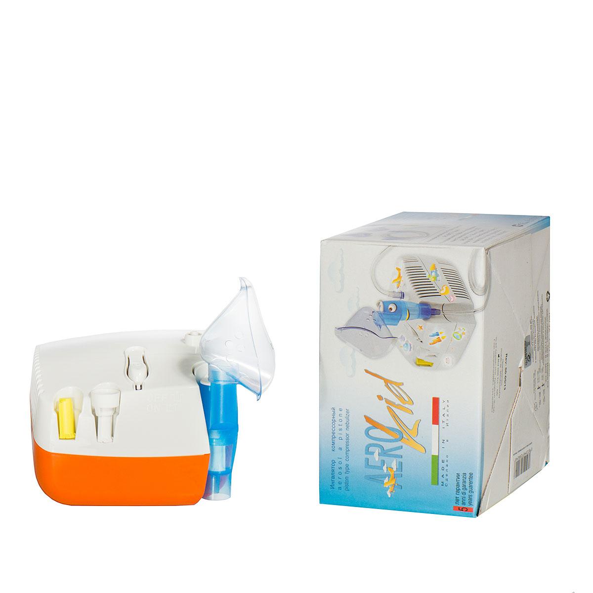 MED 2000 Ингалятор компрессорный модели СХ AERO Kid0001508Технические характеристики:- питание 220 – 240 В- давление 3 бар- расход воздуха 15 л/мин- объем резервуара 7 мл- шумовой порог 50 дБ- 3 режима работыИнгалятор AeroKid в комплекте имеет взрослую и детскую маски, цветные аппликации, которые дети смогут самостоятельно наклеить и разукрасить прибор. Все съемные детали легко снимаются, надеваются, после каждого применения их необходимо мыть и сушить.Комплект поставки:- небулайзер- силиконовая трубка- детская и взрослая маски- мундштук- сменные фильтры- 3 пистона- переходник- цветные аппликации- инструкция по применению- Срок гарантии 5 летИнгалятор детский AeroKid Модель 2013 года MED2000 ITALY - позволяет удобно проводить аэрозольную терапию детям и взрослым. Компактность, легкость и доступность детского компрессорного небулайзера МЕД2000 Аэрокид, предназначенного для аэрозольной терапии, имеющего электрический поршневый компрессор, пришлись очень кстати для домашнего использования. От предыдущих моделей он отличается мощным двигателем с новой системой работы компрессора, позволяющим проводить более эффективные и длительные процедуры ингаляции.Эффективный способ лечения заболевания дыхательных путейИнгаляторы имеют весьма широкую сферу применения. Эти популярные медицинские приборы созданы для того, чтобы можно было принимать лекарственные средства путем их вдыхания, таким образом увеличивая полезное действие препаратов. Эффективен метод ингаляции для лечения различных заболеваний дыхательных путей. Этим удобным и простым устройством вы сможете в домашних условиях осуществлять комплексное лечение, используя различные лекарственные средства. Существуют разные типы ингаляторов.Компрессорный ингалятор для детей MED2000 CX AeroKid является устройством, предназначенным для жидких лекарственных веществ. Действие сжатого воздуха от компрессора преобразует жидкость в мелкодисперсный аэрозоль. Для максимально глубокого проникновения частиц лекарственных средств в дыхател