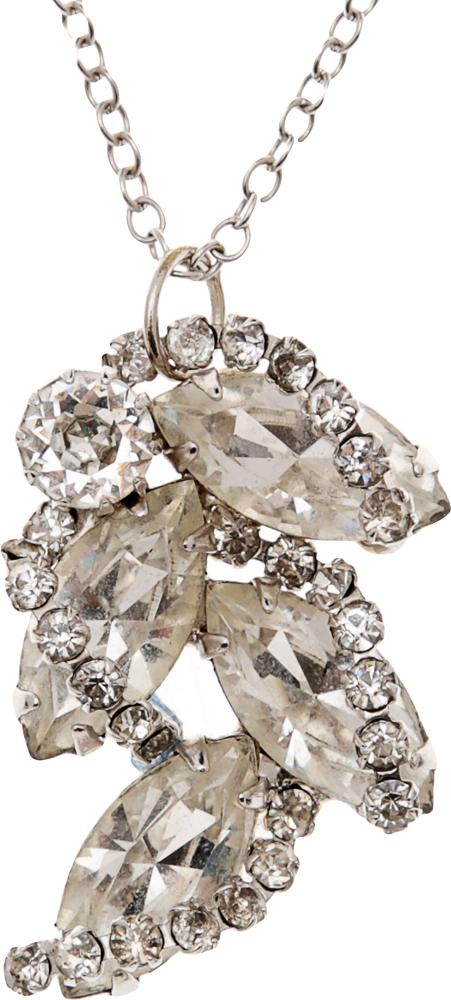 Винтажный кулон на цепочке Хрустальная ветвь. Крупные кристаллы, стразы, бижутерный сплав серебряного тона. США, 1980-е годыБрошь-кулонВинтажный кулон на цепочке Хрустальная ветвь. Крупные кристаллы, стразы, бижутерный сплав серебряного тона. США, 1980-е годы. Размер кулона 2 х 3 см. Длина цепочки 67 см. Сохранность очень хорошая.