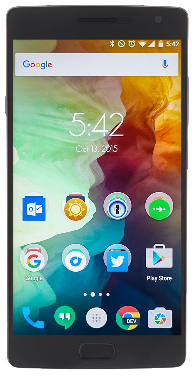 OnePlus 2, Sandstone Black (А2003)Oneplus 2 black (А2003)Одними из отличительных особенностей смартфона является наличие сканера отпечатков пальцев, встроенного в сенсорную кнопку домой и порта USB Type-C для зарядки и синхронизации с компьютером. OnePlus 2 (А2003) имеет экран размером 5,5 дюймов с разрешением Full HD (1920х1080). В качестве процессора выступает обновлённый Qualcomm Snapdragon 810 с тактовой частотой 1.8 ГГц. Для хранения данных имеется 64 ГБ встроенной памяти, без возможности её расширения. Объём оперативной памяти составляет 4 ГБ для версии. Основная камера (13 Мп) имеет светосильный объектив с максимальной диафрагмой F/2,0, лазерный автофокус с автофокусировкой за 0,2 с, систему оптической стабилизации и поддержку записи 4K видео. Фронтальная камера имеет разрешение 5 Мп. Объём аккумулятора составляет 3300 мАч. Также смартфон работает с двумя сим-картами формата nano-SIM.Телефон сертифицирован EAC и имеет русифицированный интерфейс меню и Руководство пользователя.