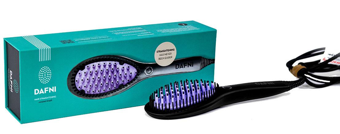 Dafni Расческа для выпрямления волос Ceramic Straightening BrushУТ-00000153Dafni ORIGINAL (ДАФНИ ОРИДЖИНАЛ) – это уникальная оригинальная расческа-выпрямитель, единственная в своем роде, которая выпрямляет волосы за три минуты, стимулирует их природный рост и укрепляет корни одновременно.Dafni очень легко и быстро разглаживает и выпрямляет волосы, потому что не требуется разделять волосы на маленькие пряди и укладывать каждую по отдельности, как с утюжком. Кроме того, утюжок требует много времени, дополнительных заколок, травмирует волосы и царапает их поверхность при натяжении. С Dafni вы просто легко прочесываете волосы от корней до самых кончиков.C Dafni очень легко выпрямить волосы на задней части головы, тогда как выпрямление феном или утюжком требует усилий, чтобы избежать заломов у корней на задней части головы. Есть множество продуктов для выпрямления волос, от фена до кератинового выпрямления, но только с расческой-выпрямителем Dafni вы получаете гарантированное и сертифицированное выпрямление без повреждений благодаря передовой технологии Smart, используемой в Dafni.Расческа-выпрямитель Dafni позволяет вам выпрямить и увеличить объем своих волос, уложить любым способом, внутрь или наружу. Dafni ухаживает за волосами, делая их мягкими и шелковистыми, придавая им здоровым блеск, так как зубчики на щетке имеют механизм, который массирует кожу головы, так что корни волос дышат и укрепляются.