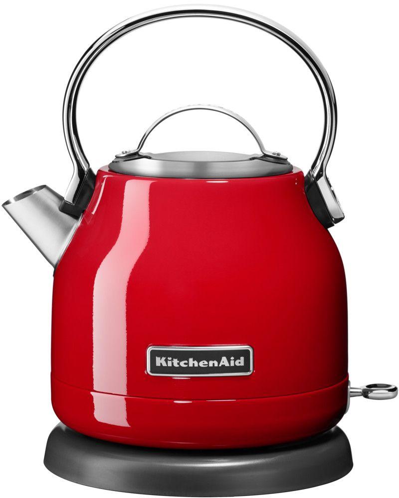 KitchenAid 5KEK1222EER, Red чайник электрический5KEK1222EERЭлектрический чайник KitchenAid 5KEK1222EER объемом 1,25 л. - это стильная вещь, необходимая для идеальной чайной церемонии. Новый чайник удачно сочетает в себе ностальгическое очарование наплитных чайников, яркие фирменные расцветки и дает возможность насладиться всеми преимуществами электрического нагрева. - Быстро кипятит воду благодаря эффективному нагревательному элементу - Автоматически отключается и имеет защиту от включения без воды - На внутренней стенке чайника нанесена мерная шкала. - Широкое отверстие для наполнения водой. - Носик, предотвращающий стекание капель и брызги. - Съемный фильтр от накипи, для идеально чистой воды. - Удобная алюминиевая ручка с гладкой поверхностью и алюминиевая крышечка. - Оригинальная кнопка включения/выключения с диодной подсветкой делает управление чайником невероятно простым и комфортным. - Прочный корпус из нержавеющей стали порыт стекловидной эмалью, стойкой к сколам и царапинам. - Поворотная база на 360о с нишей для хранения шнура - Стильный, компактный дизайн идеален даже для небольшой кухни.