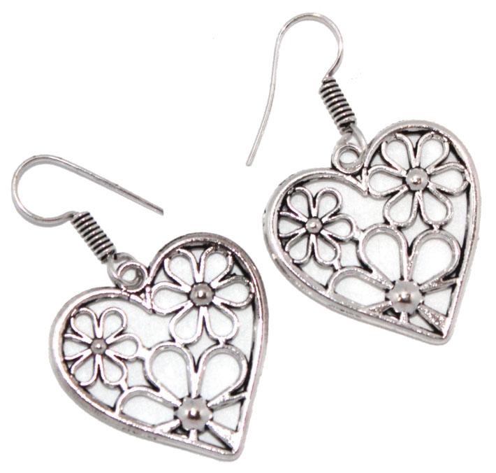 Серьги Ethnica Сердечки, цвет: серебряный. 322045_4Серьги с подвескамиСерьги Ethnica Сердечки выполнены из металла в форме сердец. Изделие оснащено удобным замком-петлей.