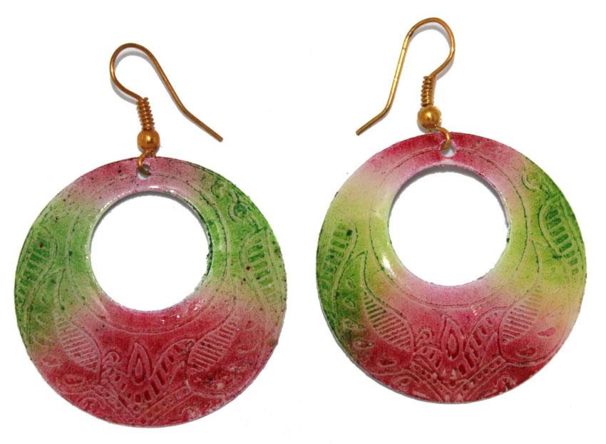 Серьги Ethnica, цвет: мультиколор. 323055_1Серьги с подвескамиСерьги Ethnica выполнены из металла и декорированы эмалью. Изделие оснащено удобным замком-петлей.