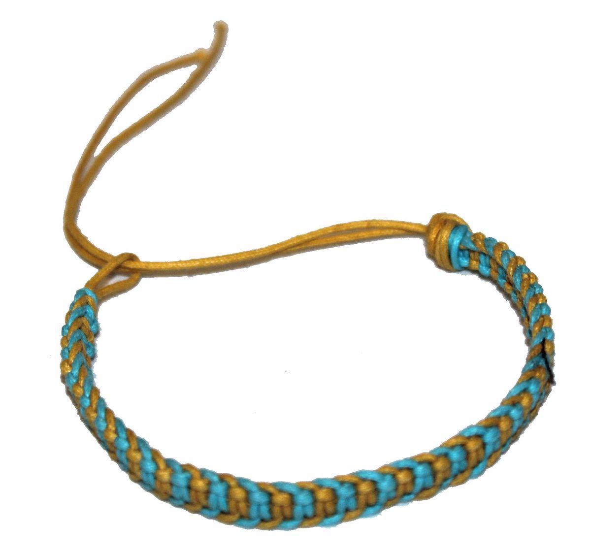 Браслет-фенечка Ethnica, цвет: голубой. 33701239864|Серьги с подвескамиОригинальный браслет-фенечка Ethnica выполнен из разноцветных нитей. Браслет регулируется по размеру при помощи скользящего замка.