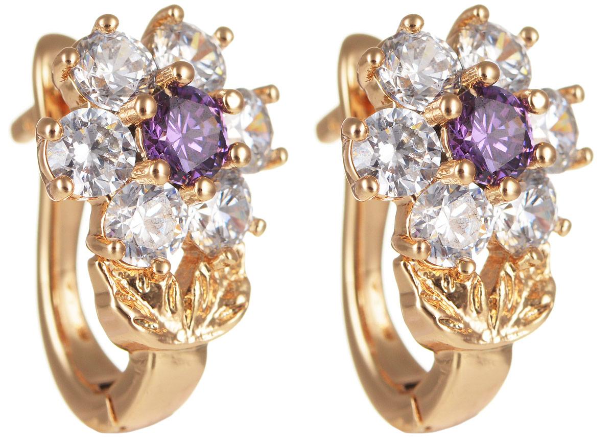 Серьги Taya, цвет: золотистый, пурпурный. T-B-11640Серьги с подвескамиМодные позолоченные серьги Taya изготовлены из бижутерного сплава и оформлены цирконами. Модель выполнена в виде цветочков. Застегивается изделие с помощью английского замка.Оригинальные серьги внесут изюминку, как в повседневный, так и в выходной образ и позволят выделиться среди окружающих.