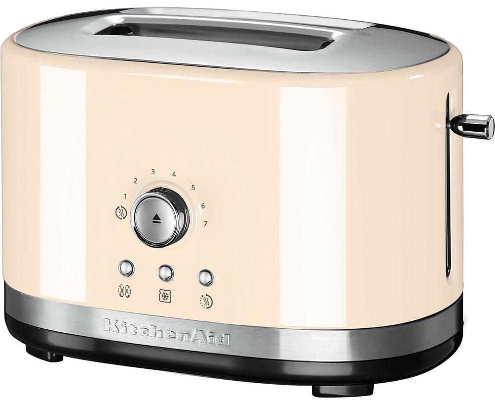 KitchenAid 5KMT2116EAC, Cream тостер5KMT2116EACKitchenAid 5KMT2116EAC - компактный тостер на 2 ломтика, который покорит вас своим стильным дизайном и высокой функциональностью.Эта модель была создана специально для тех, кто не любит громоздкие кухонные гаджеты, ведь она занимает совсем немного места. Тостер оснащен широкими отверстиями для хлеба, поэтому вы сможете готовить тосты из любых сортов хлеба и выпечки: багет, дрожжевой хлеб. Прибор легко настраивается, в нем можно приготовить тосты 7 степеней обжарки: от слегка подсушенных, до хрустящих и зажаристых. Среди дополнительных функции: разогревание выпечки, разморозка и подогрев готовых тостов.Специальная функция Peek and See позволяет приподнять тосты в процессе поджарки и проверить степень их готовности, после чего можно скорректировать настройки тостера.Широкие отверстия для хлебаФункция подогрева позволит сохранить тосты теплыми в течение 3 минутПрочный металлический корпус