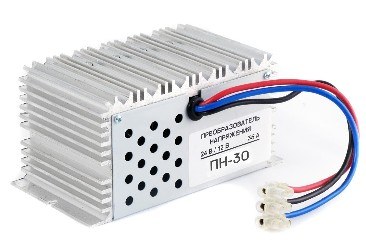 Преобразователь напряжения Орион ПН-30, 24-12В, 3А5019НАЗНАЧЕНИЕПреобразователь напряжения служит для преобразования напряжения 20-30В в напряжение 14В и предназначен для автомобилей с номинальным напряжением бортовой сети 24 В. ТЕХНИЧЕСКИЕ ХАРАКТЕРИСТИКИ-Высокий максимальный ток нагрузки (35 А). -Используется для питания 12-ти вольтовой бортовой автомобильной аппаратуры, радиостанций, магнитол, ТВ-приемников, радар-детекторов -Оборудованы защитой от короткого замыкания -Также возможно подключение ручного электроинструмента