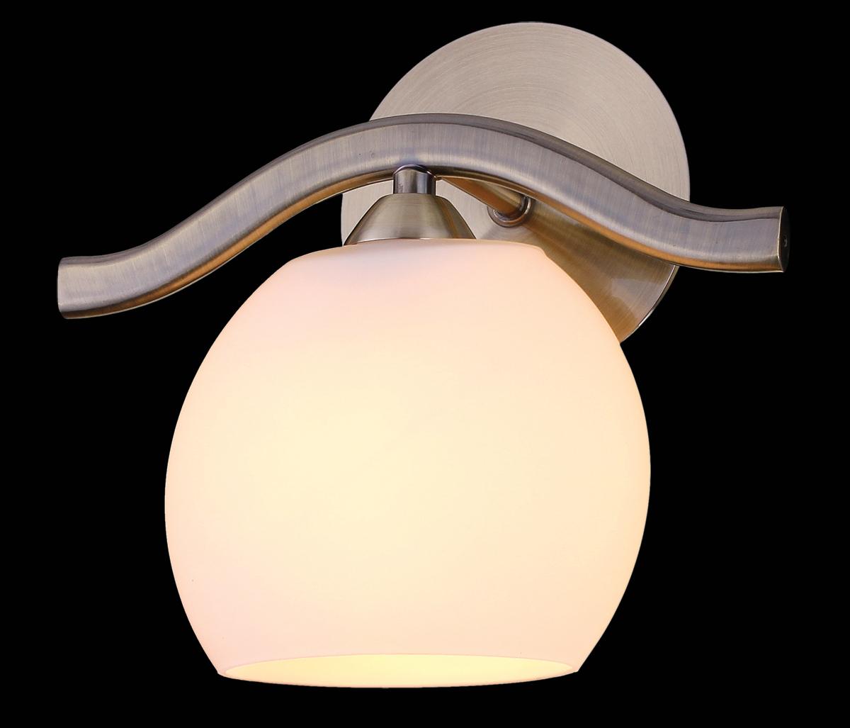 Бра Natali Kovaltseva, цвет: бронза, 1 х E14, 60W. 9210/1W9210/1W ANTIQUEБра Natali Kovaltseva, выполненное в стиле эко, станет украшением вашей комнаты и изысканно дополнит интерьер. Изделие крепится к стене. Такое бра отлично подойдет для освещения кабинета, спальни или гостиной. Бра выполнено из металла с хромированным покрытием и дополнено деревянной вставкой, плафон изготовлен из матового стекла. В коллекциях Natali Kovaltseva представлены разные стили - от классики до хайтека. Дизайн и технологическая составляющая продукции разрабатывается в R&D центре компании, который находится в г. Дюссельдорф, Германия. При производстве продукции используются высококачественные и эксклюзивные материалы: хрусталь ASFOR, муранское стекло, перламутр, 24-каратное золото, бронза. Производство светильников соответствует стандарту системы менеджмента качества ISO 9001-2000. На всю продукцию ТМ Natali Kovaltseva распространяется гарантия.