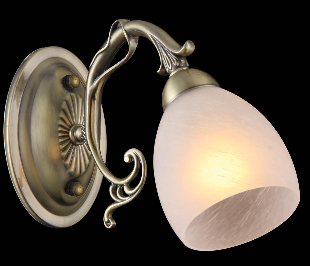 Бра Natali Kovaltseva Negresco, 1 х E14, 60W. 75034-1WNEGRESCO 75034-1W ANTIQUEБра Natali Kovaltseva, выполненное в классическом стиле, станет украшением вашей комнаты и изысканно дополнит интерьер. Изделие крепится к стене. Такое бра отлично подойдет для освещения кабинета, спальни или гостиной. Бра выполнено из металла с матовым покрытием и дополнено изысканным рельефом, плафон изготовлен из матового стекла. Бра предназначено для использования в питающей сети переменного тока с номинальным напряжением 220 В и частотой 50 Гц. В коллекциях Natali Kovaltseva представлены разные стили - от классики до хайтека. Дизайн и технологическая составляющая продукции разрабатывается в R&D центре компании, который находится в г. Дюссельдорф, Германия. При производстве продукции используются высококачественные и эксклюзивные материалы: хрусталь ASFOR, муранское стекло, перламутр, 24-каратное золото, бронза. Производство светильников соответствует стандарту системы менеджмента качества ISO 9001-2000. На всю продукцию ТМ Natali Kovaltseva распространяется гарантия.