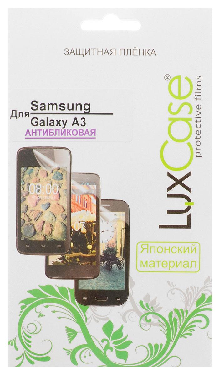 Luxcase защитная пленка для Samsung Galaxy A3 SM-A300F, антибликовая80889Защитная пленка для Samsung Galaxy A3 SM-A300F имеет два защитных слоя, которые снимаются во время наклеивания. Данная защитная пленка не снижает чувствительности на нажатие. На защитной пленке есть все технологические отверстия. Благодаря использованию высококачественного японского материала пленка легко наклеивается, плотно прилегает, имеет высокую прозрачность и устойчивость к механическим воздействиям. Потребительские свойства и эргономика сенсорного экрана при этом не ухудшаются.