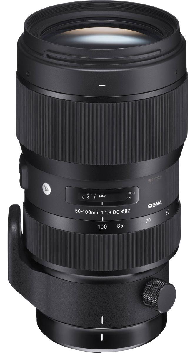 Sigma AF 50-100mm F/1.8 DC HSM/A объектив для Nikon693955Уникальный объектив Sigma 50-100mm F1.8 DC HSM/A - отличное решение для владельцев кропнутых камер. Большинство именитых производителей, создавая действительно качественные фотоаппараты с матрицей формата APS-C, не заботятся о хорошем объективе для нее, в то время как Sigma 50-100mm F1.8 DC HSM/A легко справляется с возникающими в процессе использования проблемами.Этот великолепный телевик с диафрагмой F1.8, которая позволяет ему стать не только отличным зум- но и портретным объективом. Диаметр диафрагмы является вторым по величине в линейке объективов Sigma, при этом он работает мягче и быстрее, чем когда-либо прежде. Такой эффект достигается за счет карбоновой пленки, покрывающей лепестки диафрагмы и делающей ее работу более гладкой даже во время непрерывной съемки.Кроме высококачественной и комфортной фотосьемки, Sigma 50-100mm F1.8 DC HSM/A хорош и для создания видео. Благодаря внутренней фокусировке объектива и внутренней технологии зума, регулировка фокусировки и приближения кольцом не влияет на длину объектива. В комплекте к объективу идет лепестковая бленда и крепежная нога под штатив/монопод, которые упрощают процесс его использования и позволяют иметь полный комплект для съемки сразу после покупки.