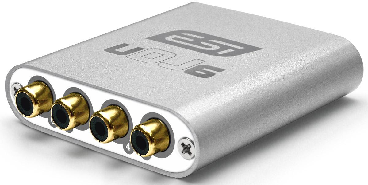 ESI UDJ6 аудиоинтерфейсUDJ6ESI UDJ6 - это новый профессиональный 24-битный USB аудио-интерфейс с 6 независимыми выходными каналами. Два стерео выхода (каналы 3 — 6) снабжены разъемами RCA и выведены на одну сторону этого маленького и компактного устройства в стильном алюминиевом корпусе.Другая сторона имеет стерео выход на наушники 1/4 для стерео-подключения (при условии наличия 1 и 2 каналов). ESI UDJ6совместим с любым современным DJ приложением для Mac OS X или Windows.). Эта совместимость обеспечивается включённым в комплект драйвером ASIO 2.0 для Windows XP / Vista / 7 и полной поддержкой CoreAudio для Mac OS X.Просто используйте ваше любимое DJ ПО и миксуйте ваши треки как вам нравится. ESI UDJ6 поставляется в комплекте с лицензионным Deckadance LE от Image Line Software, мощным ПО, которое было создано диджеями для диджеев.