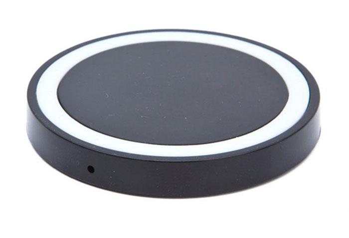 Bradex SU 0048, Black беспроводное зарядное устройствоSU 0048Современная техника и гаджеты заполнили ваш дом, но Вы до сих пор еще не слышали о беспроводной зарядке устройств? Круглый аккумулятор для смартфонов станет для вас приятным открытием! - Он позволяет заряжать телефон без прямого подключения к сети или ноутбуку.- Просто присоедините миниатюрный Qi-приемник к Вашему смартфону (спрячьте его внутрь устройства при использовании Micro-USB порта, поместите под чехол или подвесьте как брелок — для моделей Iphone c Lightning разъемом). - Теперь вы сможете подзаряжать устройство в любое время, когда не используете его. Просто кладите смартфон на подключенный к базе аккумулятор: во время зарядки вместо красного индикатора загорится синий.Круглый беспроводной аккумулятор для смартфонов: современные технологии для Вашего комфорта!