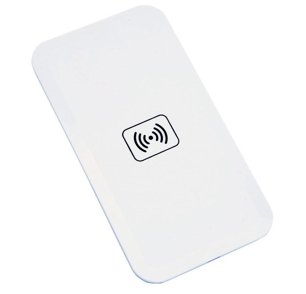Bradex SU 0051, White беспроводное зарядное устройствоSU 0051Вашему смартфону постоянно не хватает зарядки, а разъемы зарядного устройства быстро изнашиваются из-за слишком частого использования? Беспроводной плоский аккумулятор для смартфонов решает эти проблемы!• Аккумулятор позволяет вам быстро полностью заряжать батарею смартфона без необходимости использовать провода или зарядное устройство. • Просто подсоедините к телефону миниатюрный Qi-приемник, который легко прячется внутри корпуса или чехла, и просто положите смартфон на аккумулятор. • Теперь вы можете спокойно заниматься своими делами, а ваш смартфон все это время будет заряжаться от платформы. • Все, что понадобится для работы Qi-приемника — это компьютер, ноутбук или розетка. С плоским беспроводным аккумулятором для смартфона вы перестанете беспокоиться об уровне зарядки вашего гаджета!