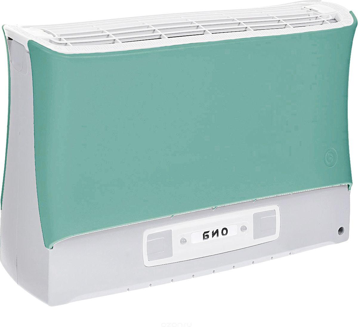 Супер Плюс Био очиститель воздуха, цвет зеленыйСупер-Плюс-Био зеленыйВоздухоочиститель Супер Плюс Био состоит из двух основных частей: корпуса, и кассеты. Кассета в прибор вставляется сверху и фиксируется защелками. На передней части прибора расположена панель управления прибором. Рекомендуемое рабочее положение прибора - вертикальное.Работа прибора основана на принципе ионного ветра, который возникает в результате коронного разряда и обеспечивает движение потока воздуха через кассету прибора, при этом частицы аэрозоля (пыль, дым, микроорганизмы), загрязняющие воздух, всасываются вместе с воздухом в кассету приобретая электрический заряд и под действием электростатического поля прилипают к осадительным пластинам, расположенным внутри кассеты.Воздух, проходящий через кассету, дополнительно обрабатывается озоном, образующимся в зоне коронного разряда, его количество заметно меньше предельно допустимой концентрации, но все же достаточно для того, чтобы в помещении, в котором работает прибор, уничтожались неприятные запахи, подавлялась жизнедеятельность болезнетворных микробов, спор грибков, плесени.Воздухоочиститель имеет пять режимов работы, которые отличаются друг от друга соотношением периодов работы и отдыха прибора, а также скоростью воздушного потока, это позволяет наиболее эффективно использовать прибор в помещениях разного объема.Также воздухоочиститель имеет электронную систему контроля состояния кассеты, которая информирует о необходимости чистки воздухоочистителя или об отсутствии или неправильной установке кассеты в приборе.