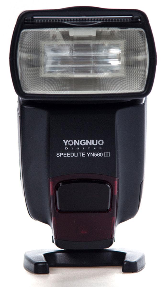 YongNuo Speedlite YN-560III вспышка со встроенным радиосинхронизатором для Canon, Nikon, Pentax, Olympus, SonyYN-560IIIУниверсальная фотовспышка Yongnuo Speedlite YN-560III - это обновленная версия популярнейшей вспышки модели YN-560II от компании Yongnuo. Она имеет полную совместимость с радио-триггерами моделей Yongnuo RF-603 и RF-602. Ее основным преимуществами является наличие поддержки ультра длинных беспроводных частот 2,4 ГГц, а также новый мультифункциональный LCD дисплей, множество режимов освещения и комфортный индикатор заряда батареи. Максимальное ведущее число вспышки Yongnuo Speedlite YN-560III имеет значению 58, а это значит, что вы сможете делать снимки на расстоянии 58 метров при условии выставленной светочувствительности ISO 100 и в положении зум-рефлектора 105 мм. Вспышка Yongnuo Speedlite YN-560IIIспособна наклоняться в диапазоне от -7 до 90 градусов по вертикали, и поворачиваться в пределах от 0 до 270 градусов, благодаря чему вы получите небывалую гибкость во время процесса съемки и создания искусственного освещения. Цветовая температура фотовспышки YN-560 III составляет 5600K, а время перезарядки около 3 секунд.