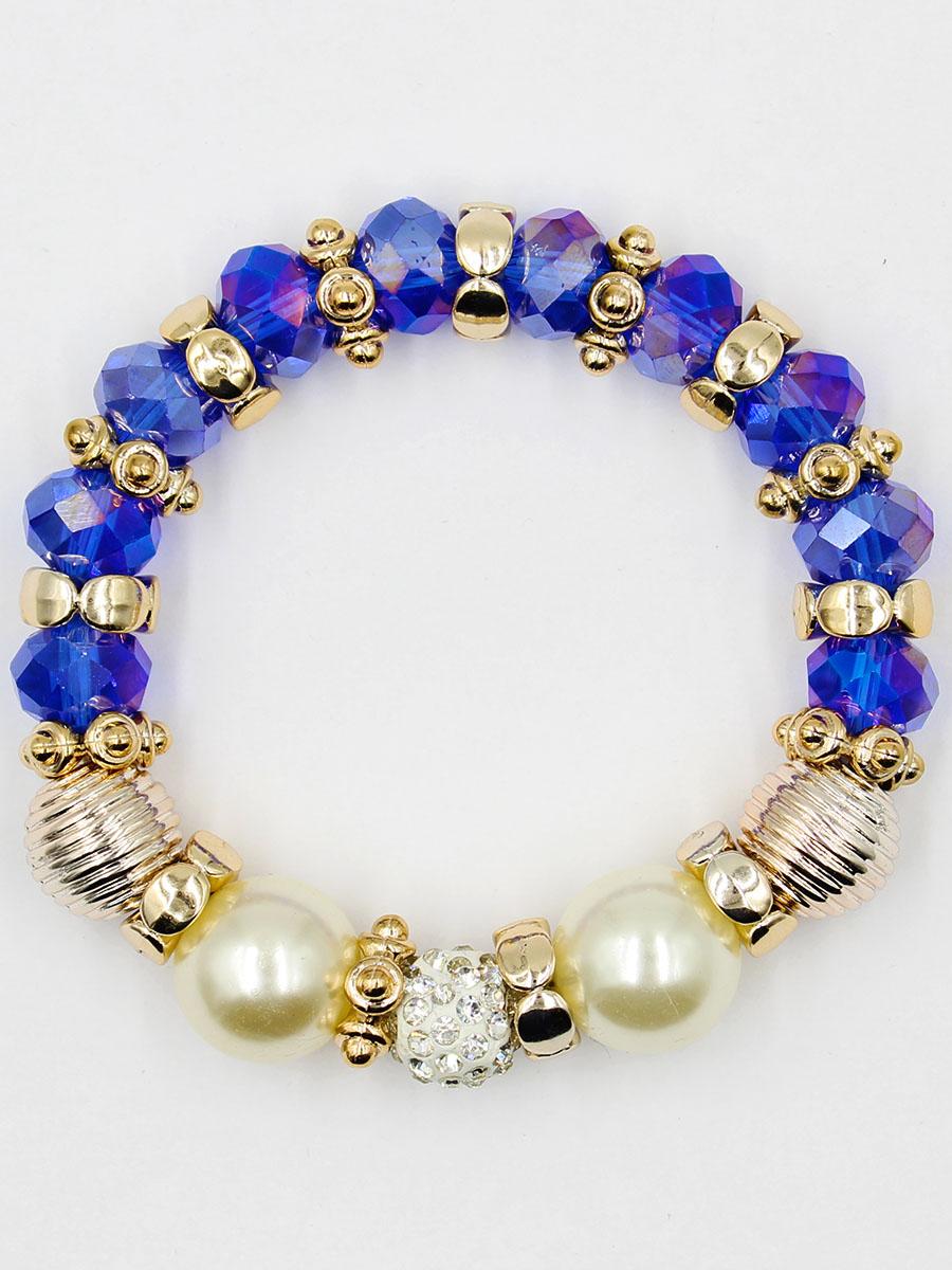 Браслет Taya, цвет: темно-синий. T-B-11914-BRAC-NAVYБраслет с подвескамиУдобный, современный браслет на резинке. Половина его из кристаллов и золотых перемычек, другая - из жемчужин. Можно переворачивать и носить той стороной, которая сегодня подходит под одежду.