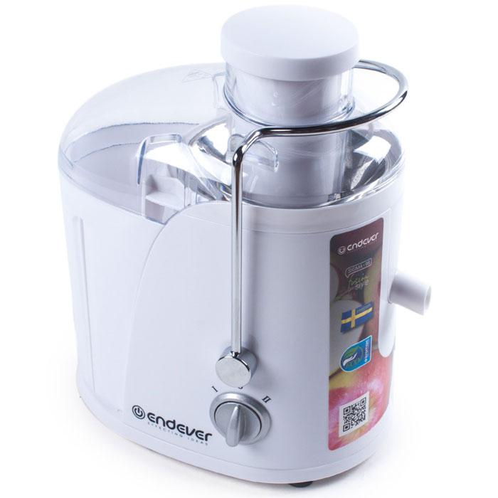 Endever Sigma-98 соковыжималкаSigma-98Соковыжималка Endever Sigma-98 имеет специальную ёмкость объемом 350 мл для сбора готового сока, а также большой съемный контейнер для мякоти объёмом 1,3 л.Большой диаметр загрузочного отверстия позволяет загружать плоды среднего размера целиком, что экономит силы и время при обработке продуктов, а мелкоячеистый фильтр из нержавеющей стали значительно увеличивает количество отжатого сока.Прорезиненные ножки обеспечивают соковыжималке дополнительную устойчивость. Устройство также оснащено системой защиты: при перегреве или неправильной сборке оно автоматически отключается.Скорость вращения центрифуги: 15000 об/минДиаметр загрузочного отверстия: 65 мм