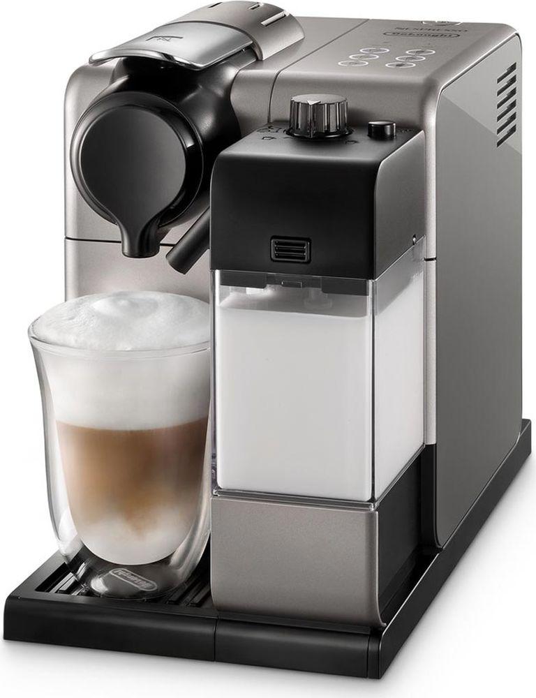 DeLonghi EN550.S Nespresso Lattissima Touch, Silver кофеварка0132193211Кофеварка DeLonghi Lattissima Touch EN 550 позволит вам приготовить любимые кофейно-молочные напитки у себя дома всего одним касанием. Создавайте оригинальные рецепты с новой функцией приготовления молочной пенки. Предусмотрены программы приготовления капучино, латте-макиато, ристретто, эспрессо, кофе лунго и горячего молока. Можно настроить и сохранить в памяти машины количество кофе и молока на одну порцию для каждого из шести видов напитков. Функция автоматического отключения экономит электроэнергию.