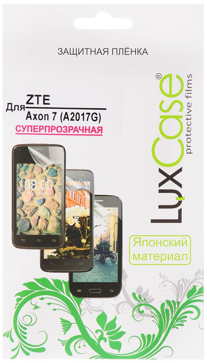 LuxCase защитная пленка для ZTE Axon 7 (A2017G), суперпрозрачная51483Защитная пленка LuxCase для ZTE Axon 7 сохраняет экран смартфона гладким и предотвращает появление на нем царапин и потертостей. Структура пленки позволяет ей плотно удерживаться без помощи клеевых составов и выравнивать поверхность при небольших механических воздействиях. Пленка практически незаметна на экране смартфона и сохраняет все характеристики цветопередачи и чувствительности сенсора.