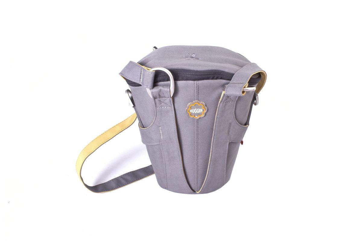 Hugger Tree Trunk, Dark Grey сумка для фотокамеры1833Hugger Tree Trunk - элегантная сумка для зеркальной камеры. Она имеет мягкий кольцевой фиксатор объектива в нижней части. Толстые стенки обеспечат надежную защиту камеры от механических повреждений. Небольшой кармашек под основным клапаном предназначен для карты памяти и запасного аккумулятора. Петли с двух сторон позволяют закрепить небольшой чехол или бутыль с водой.Эта сумка подходит для зеркальной камеры с объективом и небольших аксессуаров.Съемный плечевой ременьВысокий уровень защиты от влагиЛегкий весПротиводождевой чехол и фирменный платок в комплекте