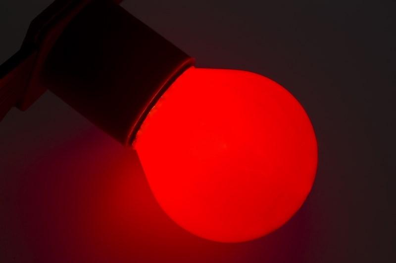 Лампа Neon-Night, цоколь Е27, 10 Вт, цвет колбы: красный.10 шт.401-112Декоративные лампы накаливания гирлянд Belt Light служат для придания свечению нужного цвета, который позволит создать праздничную атмосферу и украсить не только уличные элементы, но и интерьеры помещений. Колба лампы имеет форму шара диаметром 45мм, что позволяет увеличить площадь свечения и насыщенность светом окружающего пространства. Стекло лампы окрашено специальной влагостойкой светопропускающей краской придающей свету нужный оттенок. Декоративная лампа имеет стандартный цоколь Е27, при помощи которого установка является весьма простой процедурой не занимающей много времени. Потребление лампы составляет всего 10Вт, что позволяет снизить затраты на электроэнергию. Специальная конструкция лампы разработана таким образом, что при выходе из строя одной лампы все остальные в гирлянде Belt Light остаются работать, что позволяет без труда отыскать перегоревшую лампу и заменить. Лампы используются с гирляндами Belt Light двух или пятижильными, а при ипользовании специального контроллера можно создать различные динамические эффекты.