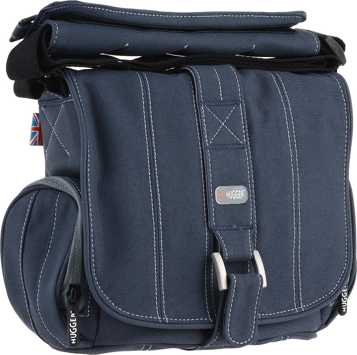 Hugger Pin-Stripe Suit, Sapphire сумка для фотокамеры2050Hugger Pin-Stripe Suit - стильная полосатая сумка, которая идеально сочетается с деловым костюмом. Передняя металлическая застежка в сочетании с лентой велкро позволяют легко застегивать верхний клапан. Мягкие внутренние перегородки могут быть удалены или перемещены для большего удобства. Передний отсек подходит для аксессуаров большого размера. Два сетчатых кармана по бокам сумки подходят для аксессуаров или личных вещей фотографа.Эта сумка подходит для зеркальной камеры с объективом и некоторым количеством аксессуаров, например, вспышкой.Съемная площадка на ремне с кольцом для мобильного телефонаТолстые стенки для надежной защиты камеры от механических поврежденийВысокий уровень защиты от влагиЛегкий весПротиводождевой чехол и фирменный платок в комплекте
