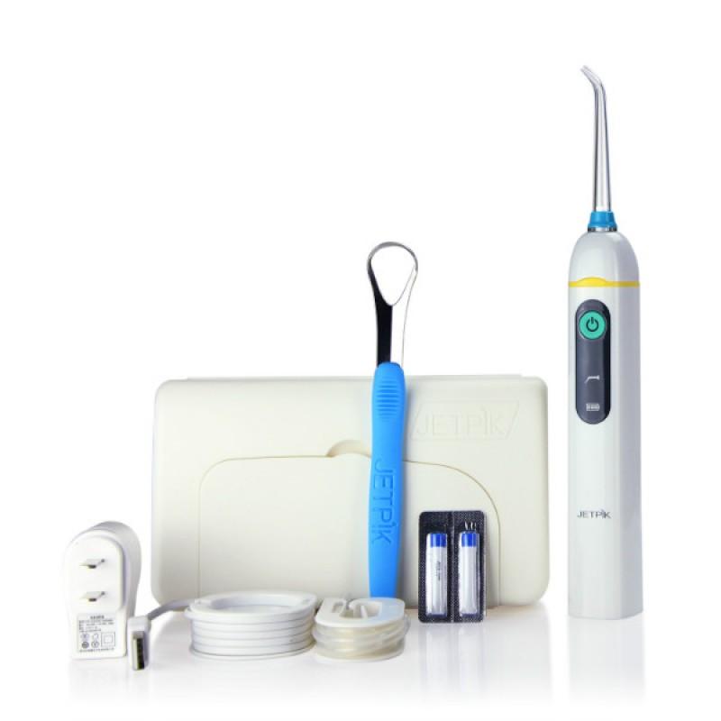 Ирригатор полости рта Jetpik JP50-TravelJA05-101-02Сочетает в себе очищающее действие зубной нити (смарт-флосса), воды и воздуха. Легкий в использовании, очень эффективный и экономит время. Здоровые десны и чистые зубы уже через 7 дней. Клинически доказано, что удаляет до 99% зубного налета. Инновационная комбинация давления воды и пульсирующей флосс- системы (20-25 колебания в сек) удаляет остатки пищи глубже и быстрее, между зубами и ниже линии десен, в труднодоступных местах вокруг брекетов, между зубными имплантатами и коронками. Пульсирующая под давлением воды смарт флосс- система создает дополнительную силу трения. Лабораторно доказано что JETPIK на 240% более эффективно удаляет зубной налет и биопленку, чем обычные водные ирригаторы. Эффективный, безопасный и простой в использовании. Идеально подходит для тех, кто с имплантатами, коронками, брекет-системами, мостовидными протезами, пародонтальными карманами. Портативный и компактный - по размерам не больше электрической зубной щетки, благодаря встроенной литиевой батарее заряжается как мобильный телефон через базовое зарядное устройство или USB разъем. Как жидкость для ирригации можно использовать не только воду, но и лечебные растворы. Удобный специальный стакан JETPIK или любая емкость подойдет как резервуар, благодаря портативной силиконовой клипсе JETPIK, которая идет в комплекте с набором. Мощность 200-550 кПа