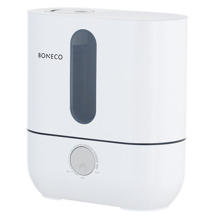 Boneco U201A, White ультразвуковой увлажнитель воздухаНС-1031208Ультразвуковой увлажнитель воздуха Boneco U201A отличается высокой производительностью увлажнения (300 г/час) при низком потреблении электроэнергии (20 Вт). Модель работает очень тихо даже на максимальной скорости увлажнения, поэтому не потревожит вас во время сна или работы. В Boneco U201A предусмотрена синяя подсветка - ночник (окно резервуара с водой). При необходимости подсветку можно отключить. Элегантный дизайн прибора вместе с подсветкой станет стильным и полезным дополнением к интерьеру.Внутри увлажнителя установлена мембрана, которая после включения прибора начинает вибрировать в ультразвуковом диапазоне частот. В результате колебаний на поверхности воды образуется туман (эмульсия из мелких капель воды и воздуха). Вентилятор, установленный внутри увлажнителя выдувает образовавшееся облако через распылитель в помещение (капли воды имеют сверх малый объем, поэтому они моментально превращаются в пар, и таким образом, насыщают воздух влагой).Для предотвращения белого налета на мебели в Boneco U201A предусмотрен сменный фильтр-картридж с ионообменной смолой. Также увлажнитель оснащен ионизирующим серебряным стержнем Ionic Silver Stick (ISS), который предотвращает размножение бактерий и цветение воды в поддоне.В данной модели предусмотрена возможность ароматизации помещения. Ароматерапия признана многими врачами в качестве эффективного способа улучшения самочувствия. Грамотно организованный ароматерапевтический процесс улучшает настроение, укрепляет иммунитет и в целом способствует более позитивному восприятию жизни.Чтобы сделать процесс эксплуатации увлажнителя максимально простым и использовать водопроводную воду для увлажнения, во всех ультразвуковых увлажнителях Boneco предусмотрен фильтр - картридж с ионообменной смолой, срок службы которого 3-4 месяца (в зависимости от качества водопроводной воды и частоты использования прибора).Синяя подсветка резервуараИндикатор низкого уровня водыРегулятор и
