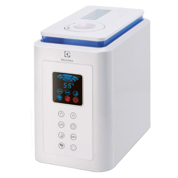 Electrolux EHU-1020D, White увлажнитель воздухаНС-1073540Увлажнитель воздуха Electrolux EHU-1020D с сенсорным типом управления создан в лучших традициях Electrolux и сочетает в себе высокое качество исполнения, практичность и европейскую надежность.Распылитель пара снабжен специальным фиксатором Easy Lock, который надежно удерживает его в гнезде бака при переворачивании. Плоское устойчивое основание бака позволяет ставить его прямо в раковину, исключая необходимость держать в руках навесу, пока он наполняется водой.Продуманная конструкция бака без пазов обеспечивает легкую и быструю установку в прибор с первого раза, без подстраивания под требуемый угол установки. Это делает новинку удобной для самого широкого круга пользователей – от подростков до пожилых людей.Эргономичный прямоугольный корпус со скругленными углами гарантирует безопасность и дополнительную устойчивость, а также позволяет максимально использовать объем прибора – поэтому на бак для воды приходится более 70% полезного объема устройства.Специальные прорезиненные ножки обеспечивают плотное прилегание к поверхности, на которой установлен прибор. Его невозможно уронить, даже если сильно задеть.Увлажнитель воздуха имеет простое интуитивно понятное сенсорное управление и стильный современный LED-дисплей, которые делают работу прибора максимально удобной. При желании его можно использовать в качестве светильника.4 комфортных специализированных режима обеспечивают оптимальное увлажнение 24 часа в сутки. Автоматический режим поддерживает уровень влажности, который необходим взрослому человеку для сохранения здоровья и создания жизненного тонуса. Детский режим создает комфортный уровень влажности для детей до 5 лет. Ночной режим SMART предусматривает автоматическое отключение ярких индикаций на дисплее, чтобы ничего не мешало комфортному сну. Ручной режим позволяет задать уровень влажности в соответствии с личными пожеланиями пользователя.В данной модели имеется встроенный ионизатор, позволяющий восполнить в 