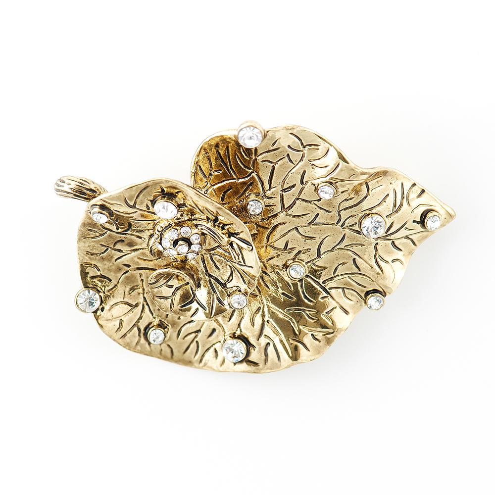 Брошь Selena, цвет: золотистый. 30027470Ажурная брошьЭлегантная брошь Selena изготовлена из латуни с кристаллами Preciosa. Гальваническое покрытие: золото.Стильная брошь поможет дополнить любой образ и привнести в него завершающий яркий штрих.