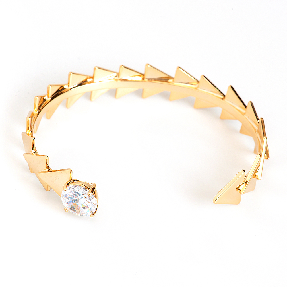 Браслет Selena, цвет: золотистый. 4006091039881|Браслет с подвескамиИзящный браслет Selena изготовлен из латуни и декорирован кристаллом Preciosa.Стильный браслет поможет дополнить любой образ и привнести в него завершающий яркий штрих.