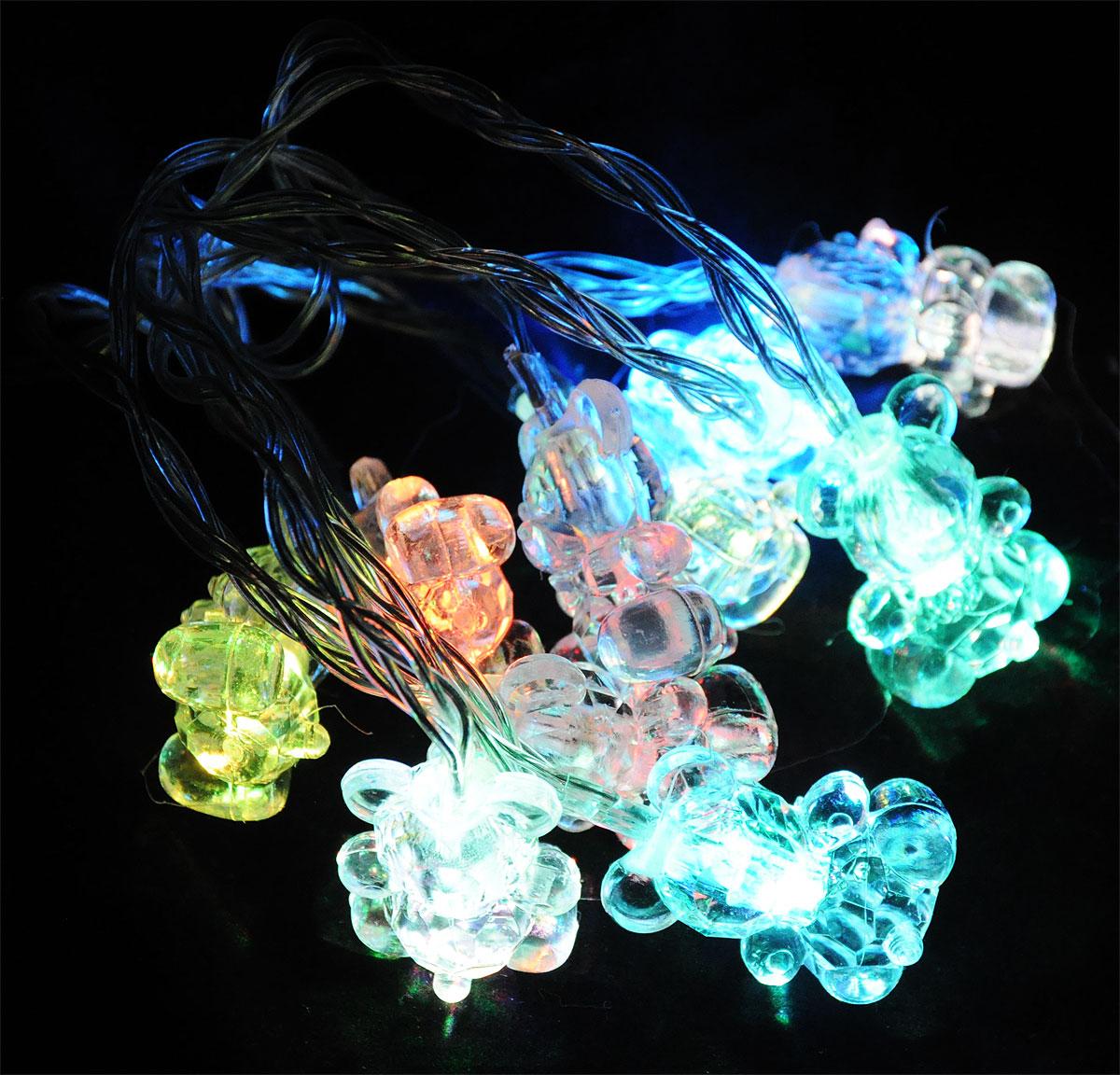 Электрогирлянда B&H Мишки, 10 RGB светодиодов, 1,35 мBH0423_мишкиЭлектрогирлянда B&H Мишки предназначена для декоративного внутреннего освещения. Изделие представляет собой гибкий провод, на котором расположено 10 RGB (меняющих цвет) светодиодов с декоративными насадками в форме мишек. Питание от батареек позволяет использовать гирлянду автономно. Создайте в своем доме атмосферу веселья и радости, украшая новогоднюю елку яркими светодиодными гирляндами. Расстояние между светодиодами: 15 см. Размер лампы: 3,5 х 2,5 х 2 см. Гирлянда работает от 3 батареек типа АА (в комплект не входят).