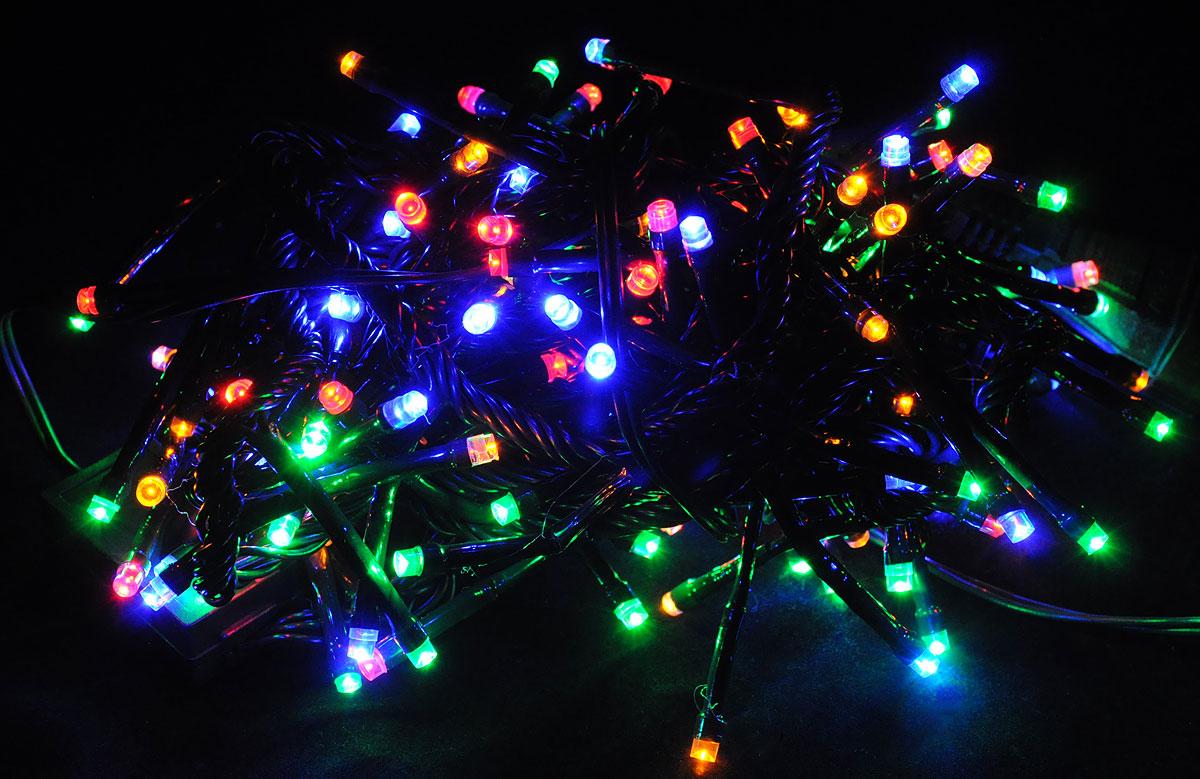 Электрогирлянда B&H Фейерверк, 132 разноцветных светодиода, 4 мBH-SI0439-MЭлектрогирлянда B&H Фейерверк предназначена для декоративного внутреннего освещения. Изделие представляет собой гибкий провод, на котором расположено 132 разноцветных светодиода. Диоды, направленные в разные стороны и плотно расположенные по всей длине шнура, позволяют создать яркое объемное свечение с эффектом фейерверк. Все гирлянды серии System IN последовательно подключаются между собой с помощью специальных коннекторов. Цепочка гирлянд может быть удлинена до 2000 светодиодов (можно соединить несколько разных гирлянд), что позволит, используя всего одну розетку, украсить целое помещение. Создайте в своем доме атмосферу веселья и радости, украшая новогоднюю елку яркими светодиодными гирляндами.Расстояние между светодиодами: 3 см.