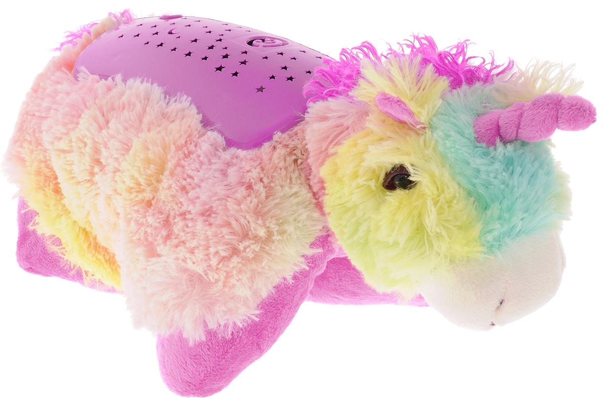 Эврика Светильник-проектор детский Единорог97580Детский ночник Эврика Единорог представляет собой не только мягкую игрушку, которую приятно обнять во сне, но и ночник, испускающий приятный мягкий свет.У светильника три режима работы. Проектор расположен на спинке игрушки. При свечении на потолке появляется узор звездного неба с луной и забавной мордочкой.Снаружи игрушка очень мягкая, не имеет пластиковых элементов, поэтому данную её можно класть в кроватку даже самым маленьким детишкам.В дневное время малыш может играть с Единорогом как с мягкой игрушкой.Светильник может подзаряжаться от внешнего от внешнего источника питания (4,5 Вольт, 150 Ма), например, от универсального адаптера питания (приобретается отдельно). USB провод в комплекте.Рекомендуется докупить 3 батарейки напряжением 1,5V типа ААA (не входят в комплект).