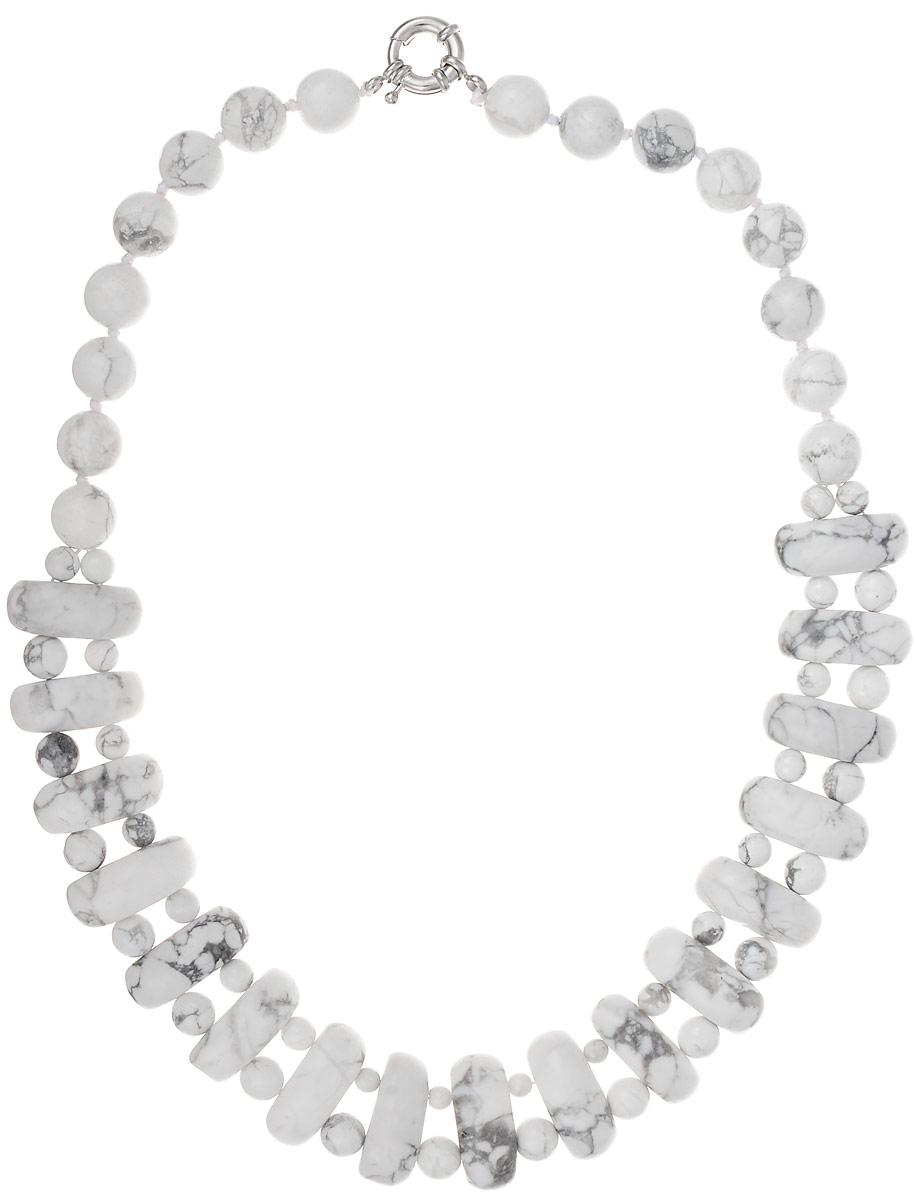 Бусы Art-Silver, цвет: белый, длина 45 см. СМЦ57-6-956Колье (короткие одноярусные бусы)Бусы Art-Silver подчеркнут изящество и непревзойденный вкус своей обладательницы. Они выполнены из бижутерного сплава и кахолонга.Изделие оснащено удобным замком-карабином.Кахолонг - непрозрачная разновидность опала. Представляет собой камень молочно-белого цвета, из-за чего получил название жемчужного опала. Стихия кахолонга - Земля. Он способен успокаивать, укрощать вспышки гнева, избавлять от депрессивного состояния. Этот кристалл - талисман для беременных женщин и матерей. Бусы из этих благородных камней выглядят как произведение искусства. Такое украшение станет изюминкой вашего образа и добавит лоск и элегантность.