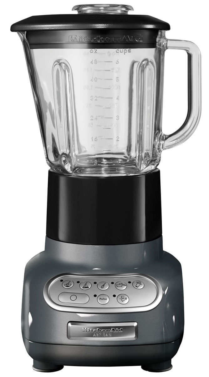 KitchenAid 5KSB5553EMS, Silver блендер5KSB5553EMSБлендер KitchenAid Artisan 5KSB5553EMS позволяет не только приготовить пюре и перетереть ингредиенты, но также перемешивать, резать и взбивать разнообразные продукты или измельчать лед для коктейлей и других напитков. Это идеальный кухонный прибор, который пригодится вам в течение всего дня.Стеклянный кувшин может выдерживать большой диапазон температур, что позволяет обрабатывать как холодные, так и горячие ингредиенты. Он также устойчив к появлению царапин и пятен и не впитывает запахи. Более того, размер кувшина позволяет обработать за один раз большой объем продуктов - до 700 мл.Скорость легко переключается шестью кнопками. Кнопки расположены на сенсорной панели управления в порядке увеличения скорости, а сама панель легко моется, поскольку на ней отсутствуют какие-либо щели или неровности.Структуру перемешиваемых ингредиентов и степень их измельчения можно регулировать с помощью кнопки пульсации. Кнопку пульсации можно использовать на любой скорости, кроме скорости измельчения, поскольку в последнем случае для достижения оптимального результата режим пульсации включается автоматически через неравные промежутки времени.