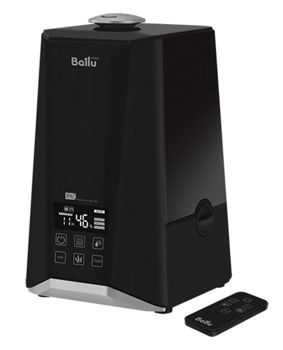 Ballu UHB-1000 ультразвуковой увлажнитель воздухаНС-1073557Увлажнитель Ballu UHB-1000 предназначен для поднятия уровня влажности воздуха в помещении. Комфортные условия достигаются при относительной влажности воздуха от 40 % до 60 %.Процесс увлажнения воздуха в увлажнителе построен по принципу ультразвукового испарения. Вода, попадая в камеру парообразования, под воздействием ультразвука расщепляется на мельчайшие капли. Микроскопические капли образуют своеобразное облако пара, сквозь которое вентилятор малой мощности прогоняет наружный воздух, подавая пар в помещение. Недостаток влажности воздуха в помещении приводит к высыханию слизистых оболочек, что в свою очередь является причиной растрескивания губ и жжения в глазах, способствует распространению инфекций и заболеваниям дыхательных путей, вызывает утомление, приводит к повышенной усталости глаз и ухудшению концентрации внимания, отрицательно влияет на состояние домашних животных и комнатных растений, приводит к усилению пылеобразования и повышению электростатического заряда синтетических тканей, а также ковров и синтетических напольных покрытий, отрицательно влияет на настройку музыкальных инструментов. Высокочастотные колебания мембраны ультразвукового увлажнителя не слышны и совершенно безопасны для людей и домашних животных.